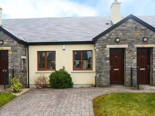 CARRAMORE MEADOWS, single-storey, wet room, ideal for couples or small family, near Knock, Ref 922135
