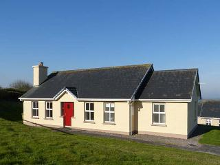 2 RING OF KERRY COTTAGES, detached, single-storey, open fire, off road parking, near Killorglin, Ref 922755