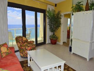direct beachfront condo - no roads to cross - FREE activities - pool - beach
