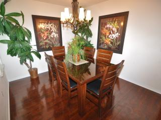 Gather the family for dinner, enjoy your meals together in this fabulous decor and setting