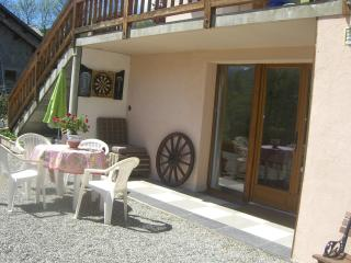Ski and summer holiday studio apartment and chalet, Châteauroux-les-Alpes