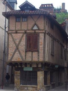 La place des consuls Saint Céré