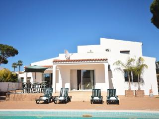 Villa Searas with private pool, Vilamoura