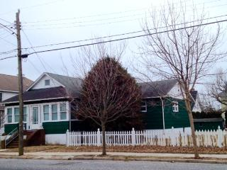 286 Windsor Ave #2 Rear Bedroom-Shared House 117047, Cape May