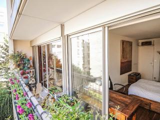 Lumineux et calme, 2 pieces avec balcon sur cour
