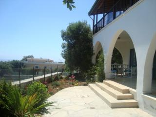 3 BEDROOM VILLAGE HOUSE GREAT SEA VIEWS -FREE WIFI
