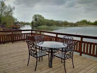 Lakeview, Lakeside lodge, close to Chichester
