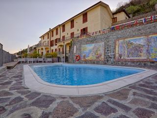 Vista della Villa dal lato piscina
