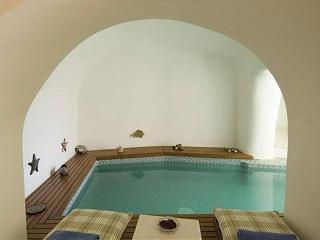 Nefeles Luxury Erinia Suite, Fira