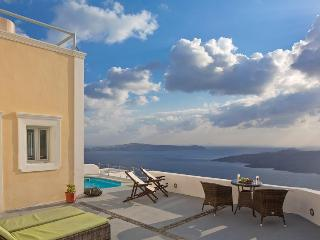 Nonis Double Room, Fira