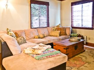 Chic & Comfortable Burbank Bungalow