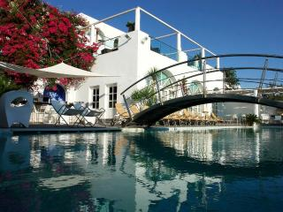 Aressana Hotel UpperFloorSuite, Fira