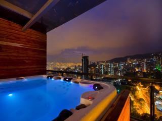 Hills2304 Statement PH  VIP DELUXE, Medellín