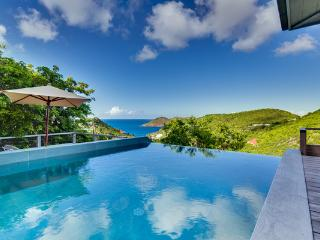 Lovely, contemporary-styled villa with ocean views and near the beach WV DAT, São Bartolomeu