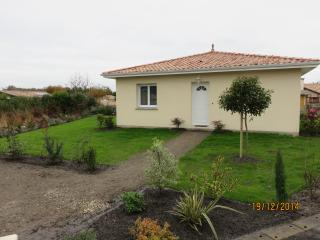 Maison individuelle avec jardin dans petit village, Gastes
