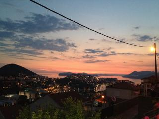 Apartment Anchy with amazing sunset view in a quiet area