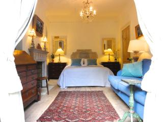 The bedroom is very luxurious, with a king size vi-spring bed ( U.S. queen size).