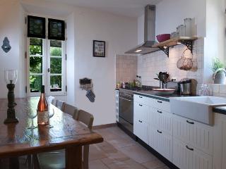 Ruime en volledig uitgeruste keuken