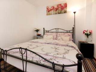 Garden House; - with en-suite( Breakfast included), Nottingham