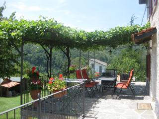 Luxurious holiday home in cosy resort with pool, Bonvicino