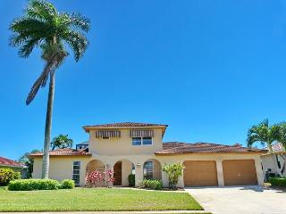 Waterfront house w/ heated pool & second floor balcony w/ spectacular views, Marco Island