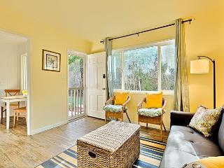 10% OFF AUG - Beach Cottage, Steps to the Sand, Remodeled w/ Private Deck