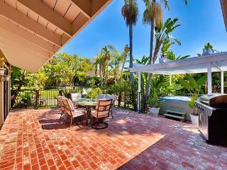 15% OFF SEP -Spacious Family House–Large Yard, Walk to Beach, Private Hot Tub, San Clemente