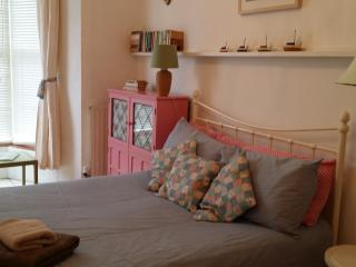 Charming 2 Bedroom apartment by the beach, St. Ives