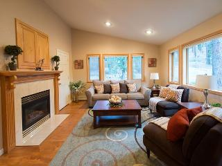 4BR Professionally Decorated Mountain Retreat, Private Hot Tub, Home Theatre, South Lake Tahoe