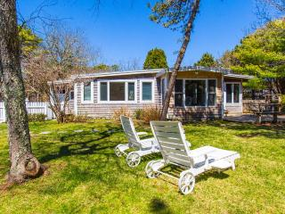 MERCM - CENTRAL KATAMA LOCATION, BIKE TO BEACH OR TOWN, LARGE, PRIVATE BACKYARD, Central A/C, Edgartown