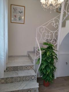 Stairway to 1st floor Bedrooms from entrance foyer