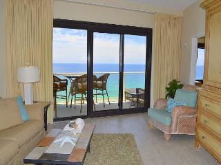 *Top rental at Beachside 2* Coastal Living decor w/direct beach access & pool, Miramar Beach