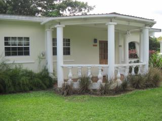 Monkey Junction, 3 bedrooms, 3 baths, near beach, Sunset Crest