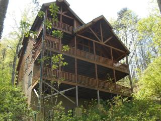 Luxury Cabin 4br/4.5ba -110' Theater, Hottub, Game, Gatlinburg