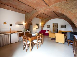 Spacious tuscan Family apartment at Il Rosolaccio, San Gimignano