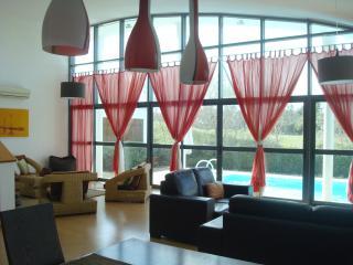 Encantadora Villa & piscina espaçosa, dorme 8 Golf Co, Palmela
