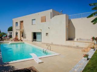 Moderna Villa con Piscina e Giardino tropicale, Marina di Ragusa