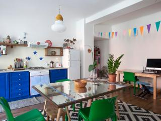 Cheery Milan Flat with Large Deck By Flatbook, Milão
