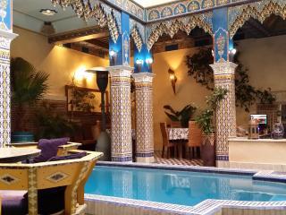 Chambre rouge 2 lits Riad Puchka Marrakech Medina