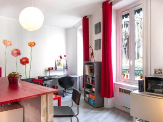 Stylish & Snug Flat in 5th, Lyon