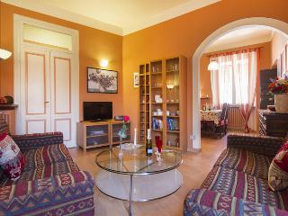 QUIET CENTRAL APARTMENT CAMELIA IN ARONA NEAR LAKE, Arona