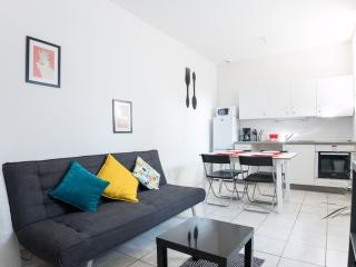 Perfect Little 1BR Flat with Deck, Toulouse