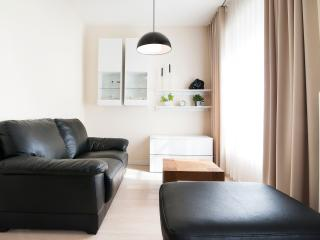Beautiful Modern Flat at Couronne by Flatbook, Etterbeek