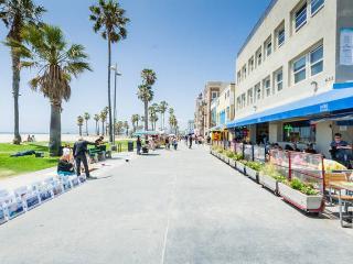 Venice Beach Apartment 32 Steps To The Beach, Los Ángeles