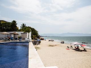 Bucerias Beachfront Condo Colibri