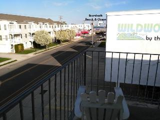 Breezy Beachblock 1 BR Condo, Ocean View, Wildwood
