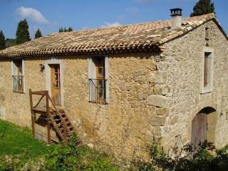 Beautiful open-plan Barn with Stunning Views, Lagrasse
