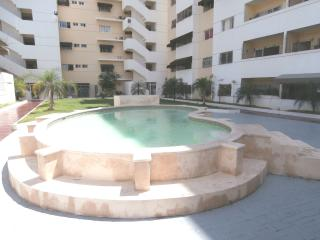 APARTMENT POOL ,WIFI,NEAR MALL,RESTAURANTS,PARKS.