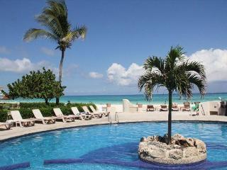 Fantastic Oceanfront Retreat # 7105, Playa del Carmen