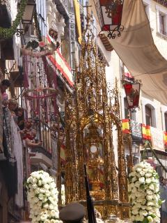 una vista desde el balcon en la procesion del CORPUS